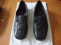 Ladies Hotter shoes size 5 in black.