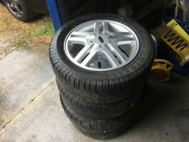 FORD FOCUS MK1 ALLOY WHEELS WITH 195 55 15 PIRELLI TYRES