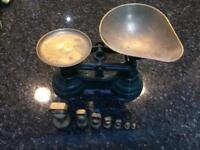 Vintage kitchen scales with 7 imperial weights