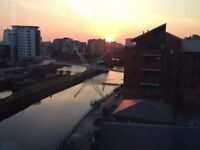 Cool city centre 4th floor apartment share wih great view of wharf and local amenities