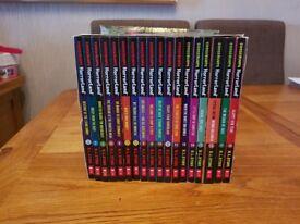 18 Goosebumps Horrorland book collection