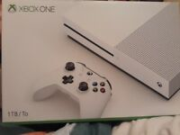 Xbox one S 1TB White w/ 1 controller and 2 recharable battery pack