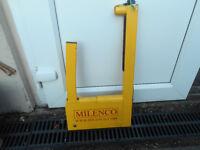 Millenco Caravan wheel lock perfect order in storage bag with keys