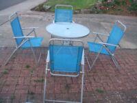 garden round table / 4 x chairs