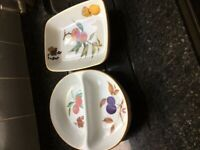 2 Royal Worcester fine porcelain dishes - collect only