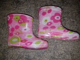 Infant size 3 wellie boots