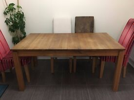 Oak Dining Table 160 cm x 90 cm extends easily to 220 cm. Very good condition.