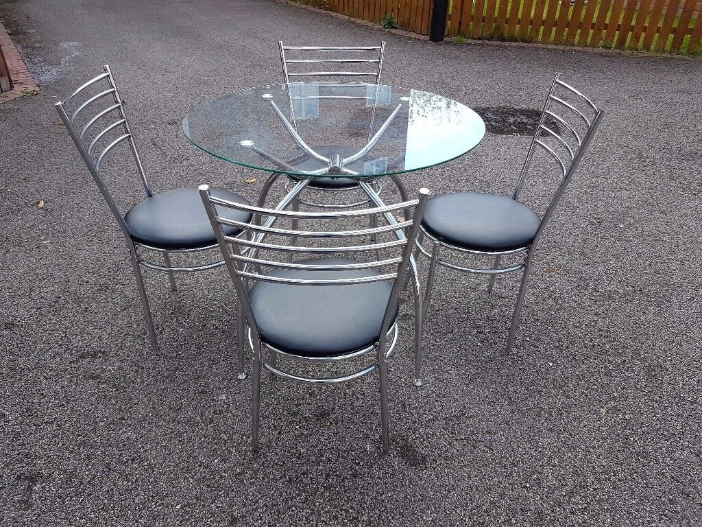 Round Clear Glass & Chrome Table & 4 Chrome & Black Leather Chairs FREE DELIVERY 043