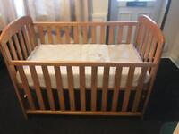 Baby cot with sliding side