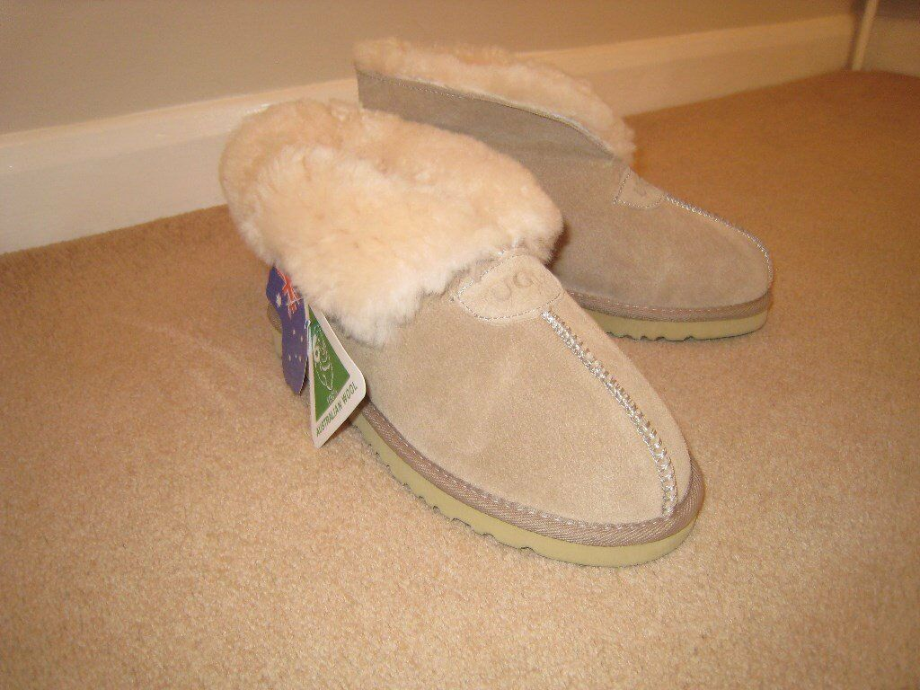 Ladies Ugg Slipper / Boots
