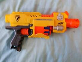 Nerf barricade rv-10 motorized +10 darts