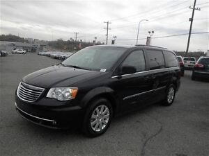 2015 Chrysler Town & Country Touring | Backup Camera | Stow N Go