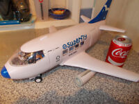2 TOY AIRLINERS