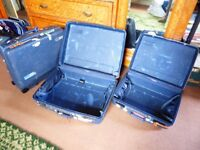 3 Delsey suitcases with very robust shells, 2 with 1 without wheels.