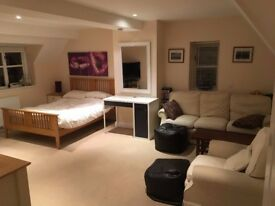Large en-suite Room and living area to rent in HOOK NORTON, OXFORDSHIRE.