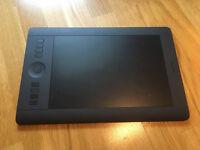 Wacom Intuos Pro (Medium) Wireless Pen/Tablet