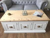 LARGE VINTAGE SOLID WOOD TRUNK/CHEST/COFFEE TABLE FREE DELIVERY LDN🇬🇧TOYS BOX