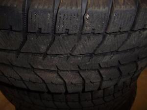 4 pneus d'hiver 225/60/17 Bridgestone Blizzak WS70, 30% d'usure, 8-9/32 de mesure
