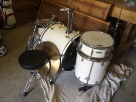 Pearl Forum Series. Full set of drums. Good condition and never been gigged. Cymbals are CX/200.