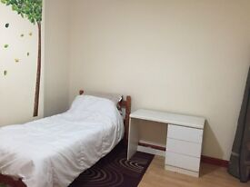 Semi-Double room in Burypark available for working professional (single)
