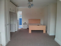 large bedroom with ensuite available in jordanstown