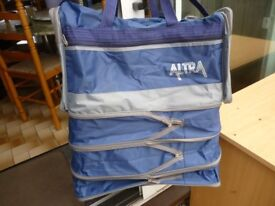 extendable hand bag,ideal for travel,sports,shopping,used bag ,still can be used cfor years,only £5.