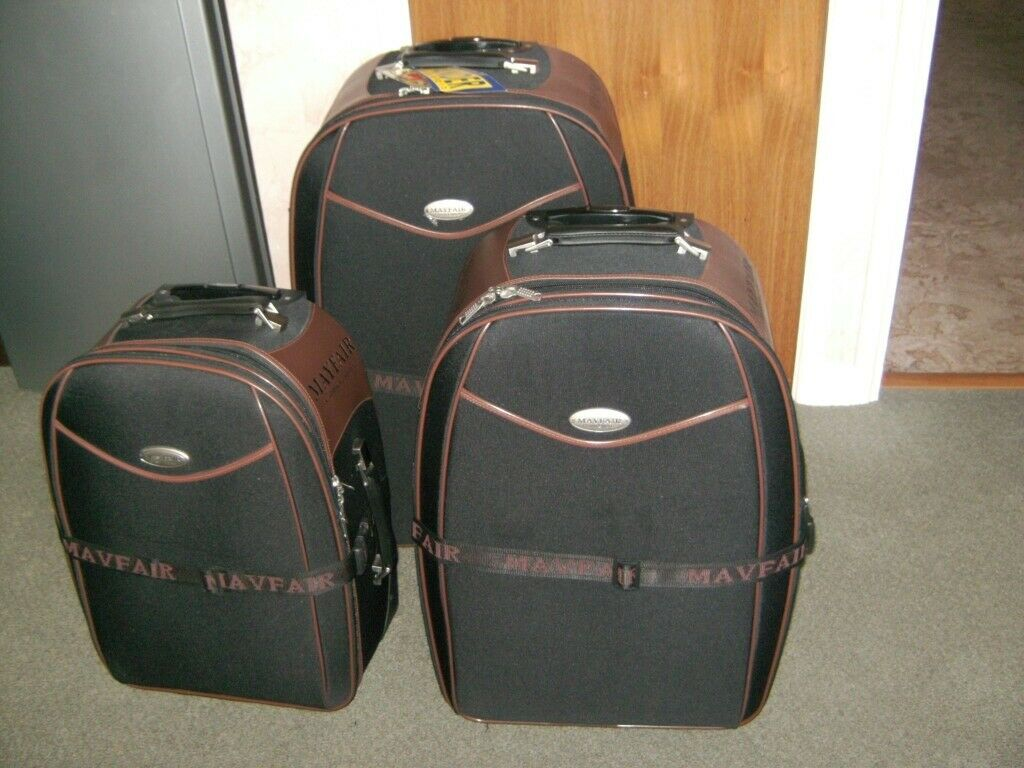 504e0b3859b6 Set of 3 Mayfair classic expandable suitcases  new and unused