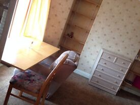 Broadway Pontypridd 2 bedrooms available now in 4 bedroom house