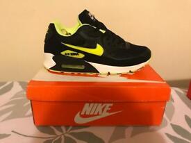 Nike Air Max (size 7)