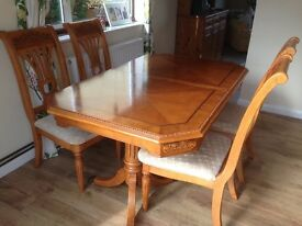 Beautiful teak extending dining table and 6 chairs... Great condition!