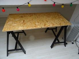 Tristle desk