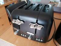 Delonghi Argento 4 Slice Toaster, Black