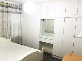 Must seen - Large double room with large wardrobe near GREEN STREET