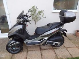 Piaggio MP3 Yourban LT – Ride on a car licence