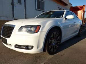 2012 Chrysler 300 S V6 & PANORAMIC SUNROOF & LEATHER & BEATS BY