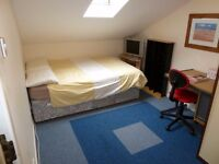 Double Room with SINK : Stranmillis cert HMO. with 5 bedrooms