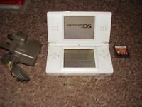 NINTENDO DS LITE WHITE WITH GAMES AND CHARGERAND PINK NINTENDO BAG