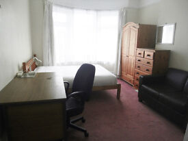 Large Double Room in house share with young people near beach