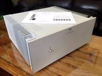 NAD S200 SUPER STEREO POWER AMPLIFIER. HIGH END AMP AND IN MINT CONDITION. WEIGHS 27 KG. NO SPEAKERS