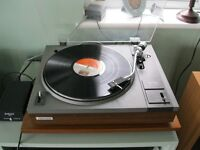 Classic Pioneer PL112D turntable in good, working condition including cartridge and original box