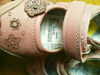 Hush Puppies girl's size 5.5 in nearly new condition