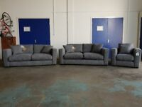 BRAND NEW STUDIO GREY FABRIC SUITE 2 x 3 SEATER SOFAS & ARMCHAIR MADE BY FABB SOFAS CAN DELIVER