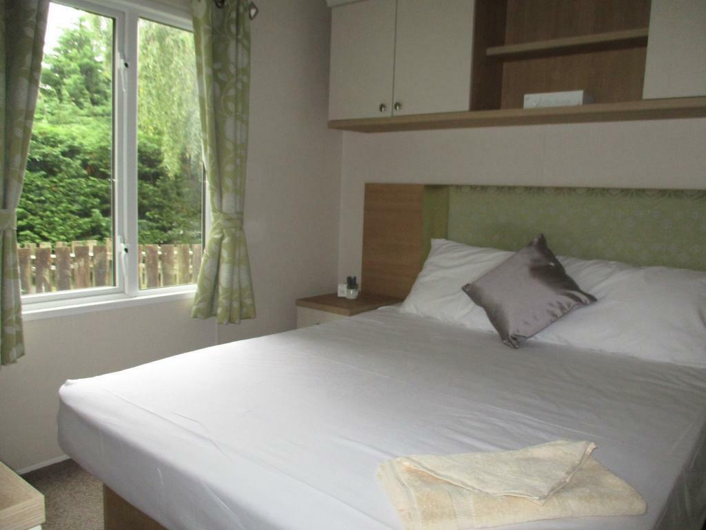 Stunning holiday home for sale! No pitch fees until 2019! Clacton, Essex