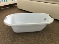 Light Blue Bath tub in excellent condition