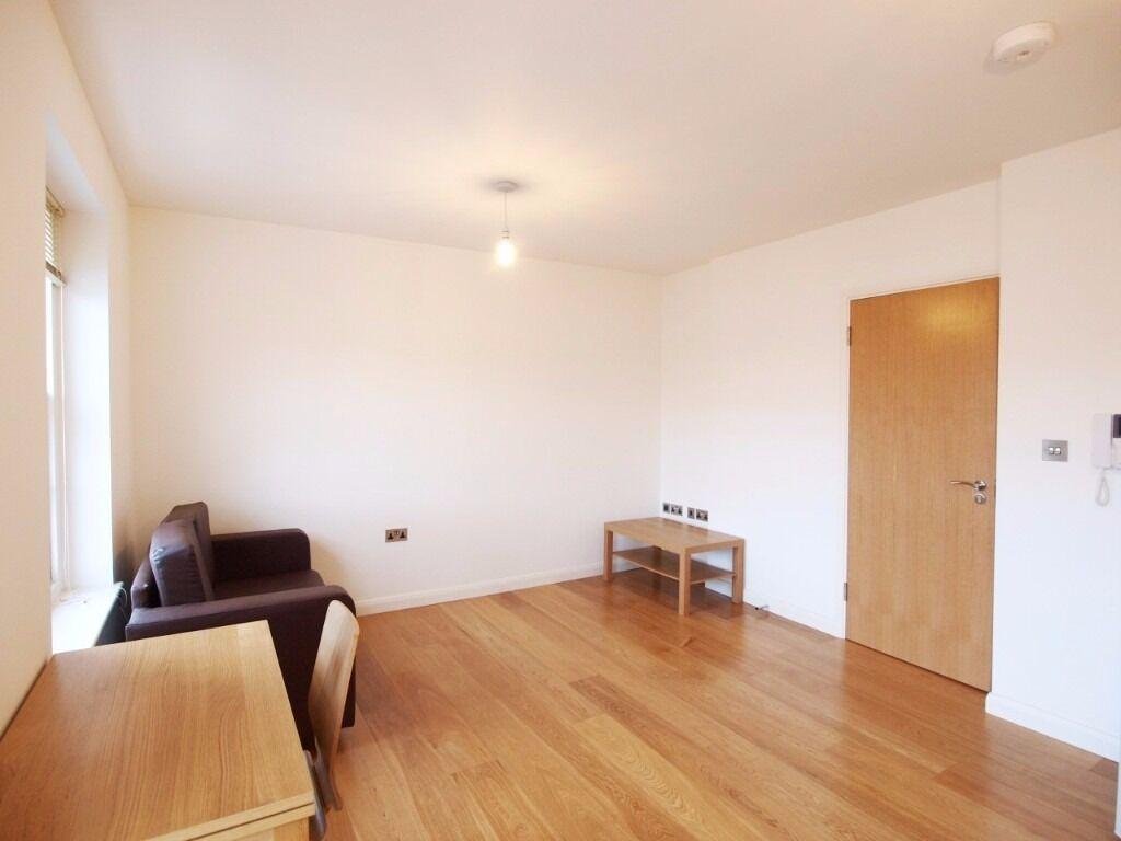 Modern Recently Refurbished, wood floors, own garden, Fab Location