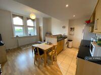 1 bedroom flat in Otley Road, Leeds, LS16 (1 bed) (#1131835)
