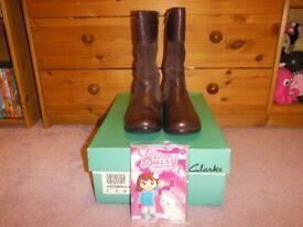Clarks Daisy March Jnr Aubergine (Brown) Leather Boots Size 2G With Box & Clarks Toys Good Condition