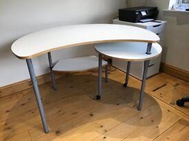 Modern desk in excellent condition