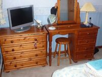 SOLI PINE DRESSER UNIT AND CHEST OF DRAWERS