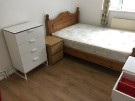 BIG Size Double Bedroom for a SINGLE Person in a Newly painted and furnished Flat Elephant & Castl